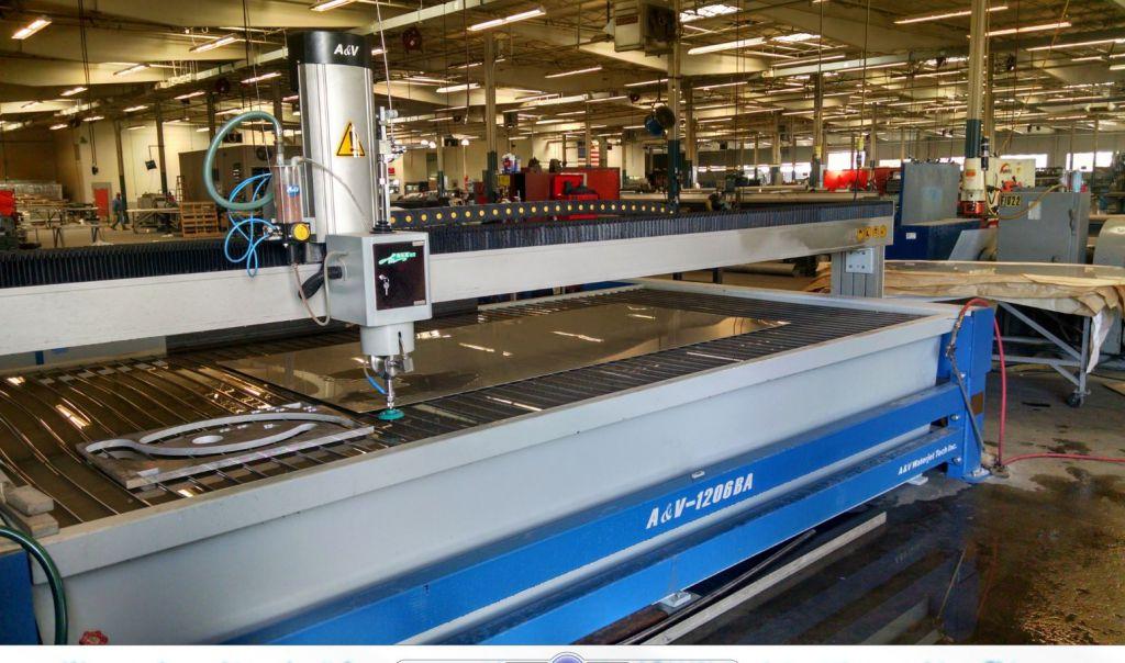en la cristalera de madrid disponemos de taller propio con la maquinaria mas avanzada donde manipulamos y cortamos las planchas de cristal