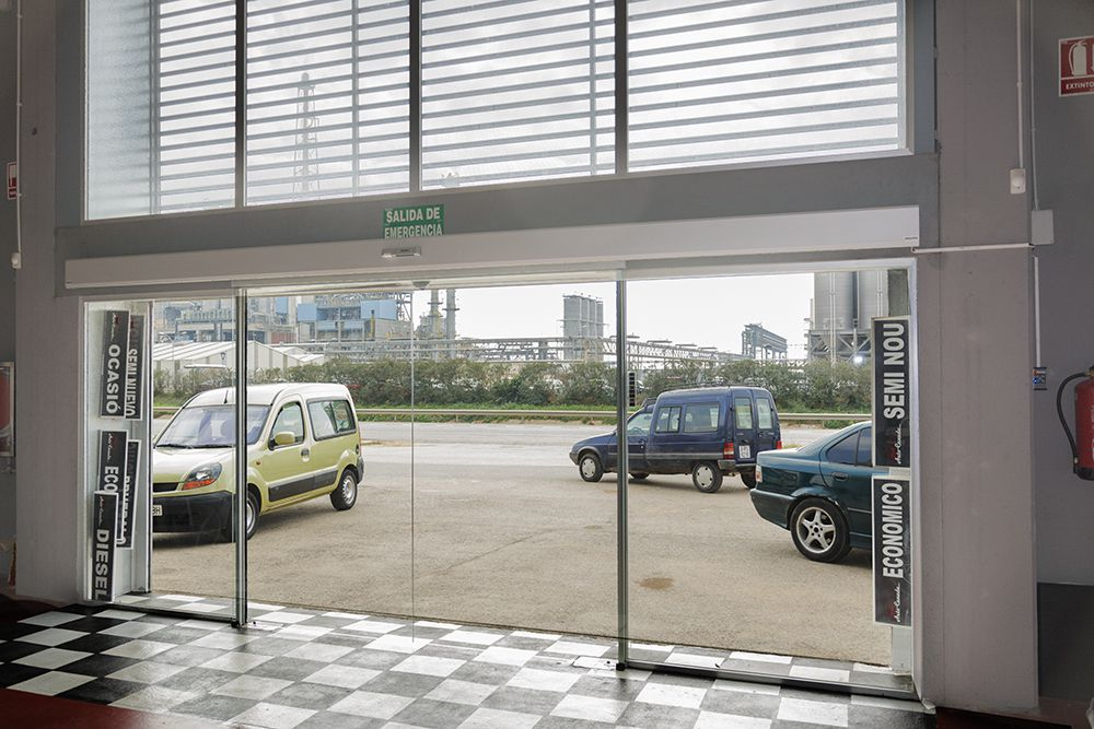 Puertas autom ticas de cristal en madrid la cristaler a for Puerta corredera automatica vidrio